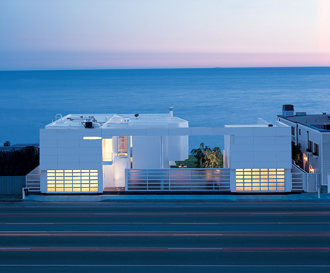 A Modern House on Beach 9