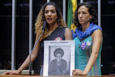 Irmã e companheira de Marielle entram com ação na Justiça contra o Facebook