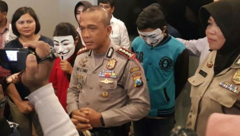 Polrestabes Surabaya rilis kasus istri jual suami