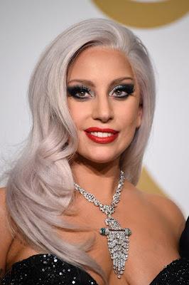 """Biografi Lady Gaga            Joanne Stefani Angelina Germanotta alias Lady Gaga lahir pada tanggal 20 Maret 1986. Dia adalah penyanyi Amerika Serikat, penulis lagu dan musisi. Gaga lahir di Yokers, New York, namun dibesarkan di Mahattan. Dia mendapat nama panggung nya ketika produser musik Rob Fusari dibandingkan gaya vokal-nya untuk Freddie Mercury dan mengambil nama dari Queen gaga lagu """"Radio Ga Ga"""". Lady gaga belajar bermain piano oleh telinga pada usia empat tahun, dan mulai tampil di malam mic terbuka pada usia 14.  Ketika ia berumur 17 Lady gaga adalah salah satu dari 20 orang di dunia yang memperoleh pengakuan awal ke New York University's Tish Sekolah Seni. Ini adalah di mana dia mengembangkan kemampuan menulis-nya dengan menulis esai tentang seni, agama dan tatanan sosial politik. Namun dia menarik diri dari universitas dan tidak pernah lulus. Dia kemudian pindah keluar rumah, dan mulai nongkrong di Lower East Side obat-obatan, dan muncul dalam menyelam olok-olok menunjukkan pada bar dengan ratu drag dan penari. Lady gaga mengakui bahwa ayahnya bahkan tidak bisa memandangnya dan dia berkata 'dia hanya tidak mengerti'.  Dia adalah putri sulung pengusaha internet Joseph Anthony """"Joe"""" Germanotta, Jr dan Cynthia"""