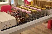 Table des produits de la collection capsule de la youtubeuse Sandrea26France avec l'enseigne adopt