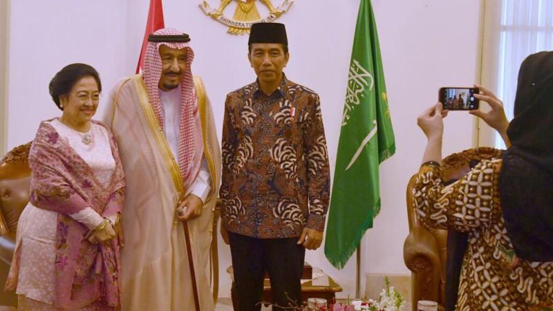 Puan Maharani memoto Jokowi, Raja Salman dan Megawati