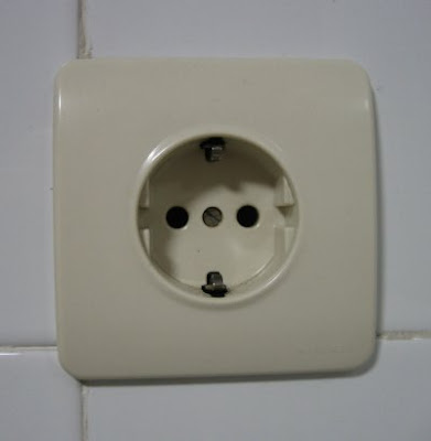 http://bombillasdebajoconsumo.blogspot.com.es/2020/03/bricolaje-busca-polos-para-revisar-la.html