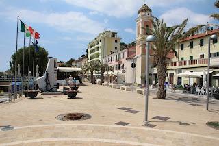 Boulevard Arma di Taggia, Italiaanse Riviera / Ligurië: www.italiaansebloemenriviera.nl