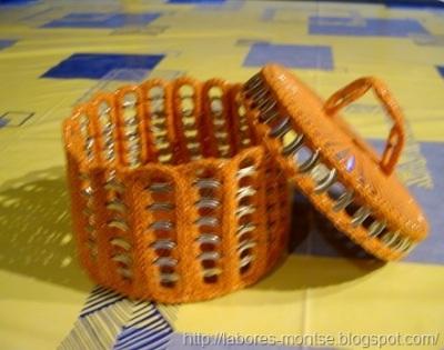 Keranjang dan tutupnya terbuat dari cincin-tarik kaleng soda
