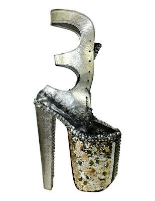 tacones altos o zapatos de plataforma