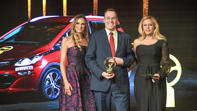 """Το Opel Ampera-e κέρδισε το """"Χρυσό Τιμόνι 2017"""""""