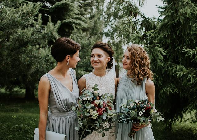 Panna Młoda z druhnami.  Moose Wedding Fotografia
