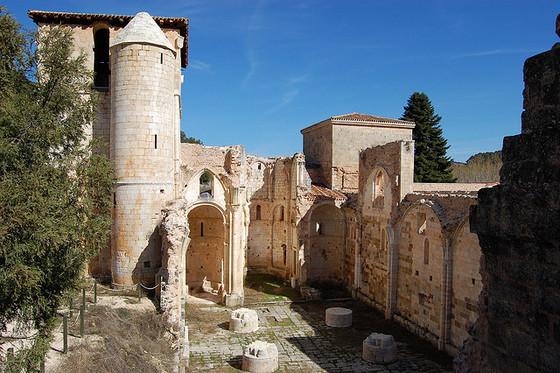 imagen_pedro_arlanza_burgos_monasterio_ruinas_romanico_torre