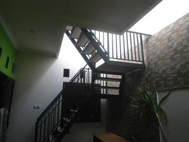 tangga besi rumah minimalis