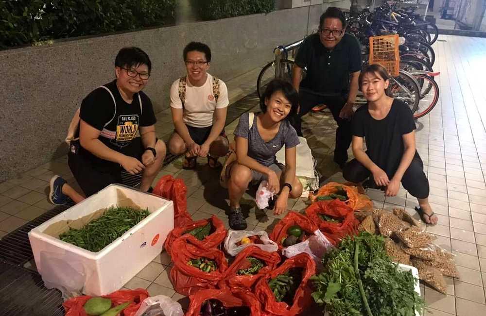Berburu Makanan Sisa yang Masih Layak Dikonsumsi (yahoo.com)