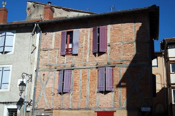 cahors vieille ville place rousseau