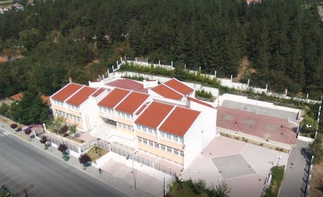 851f599a512 Σε ακόμη ένα δημοτικό σχολείο εμφανίζεται το πρόβλημα της αποχής των  μαθητών λόγω της παρουσίας των προσφυγόπουλων στον χώρο. Η στάση του  συλλόγου Γονέων ...