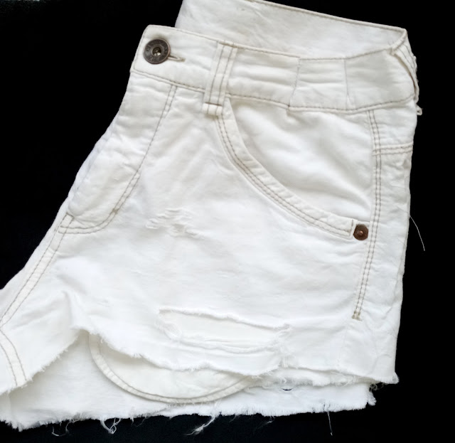 How to Make a Trendy Shredded Shorts from a Trouser - DIY