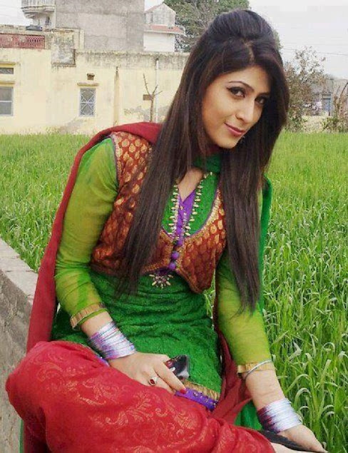 Indian teen girls, sweet Indian teenager photo