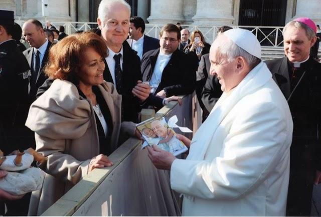 Biografia de Padre Luiz Cechin é entregue ao Papa Francisco