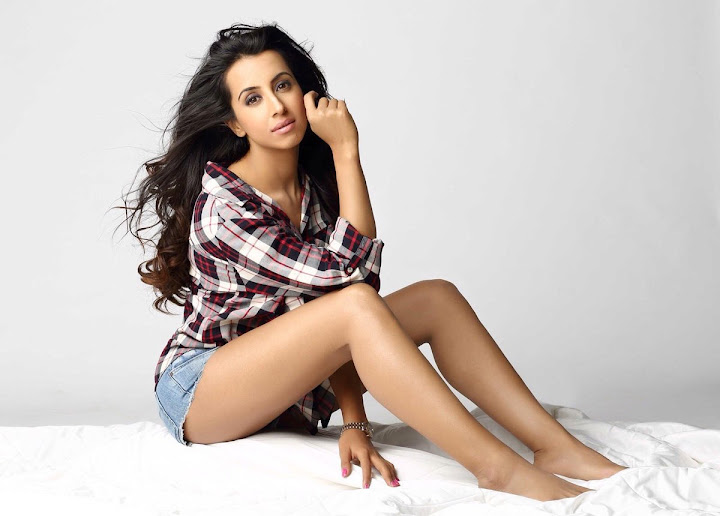 Kannada Actress Sanjjanaa New Hot pictures
