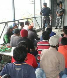 Para TKI asal Tanjungbalai yang diamankan personel  tim WFQR-1 Koarmabar TNI AL.