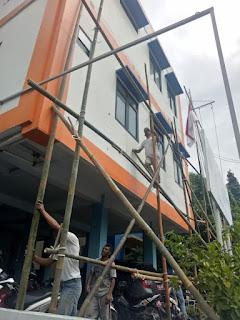 Warga Muara Angke Kerja Padat Karya Memperindah KSOP