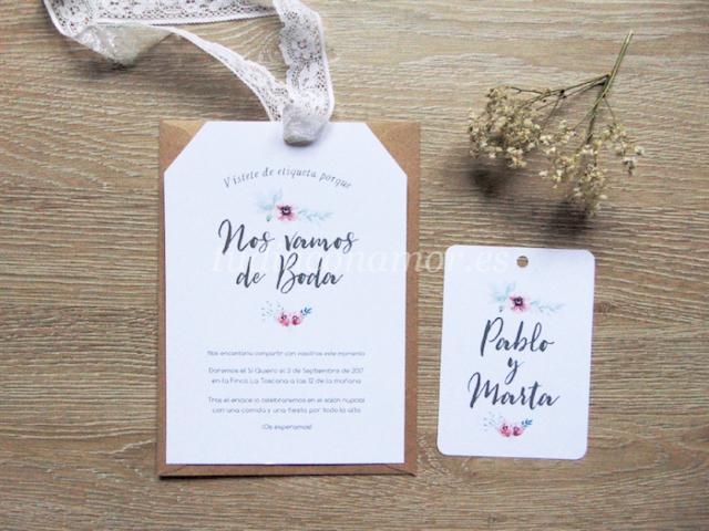 Invitación de flores pintadas en acuarela con forma de etiqueta y tarjeta a conjunto