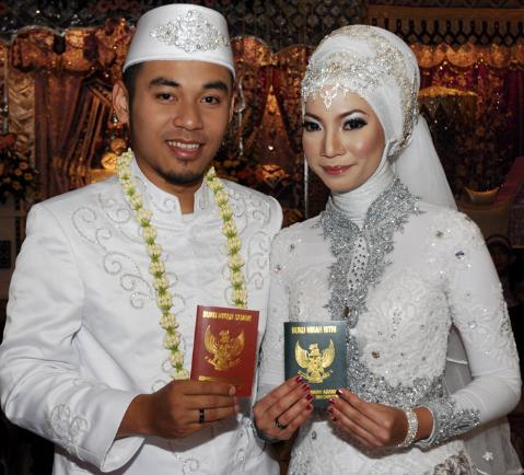 Contoh Baju Kebaya Muslim Pengantin