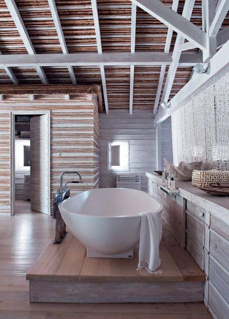 Des salles de bains o la baignoire est reine for Ou est la salle de bain