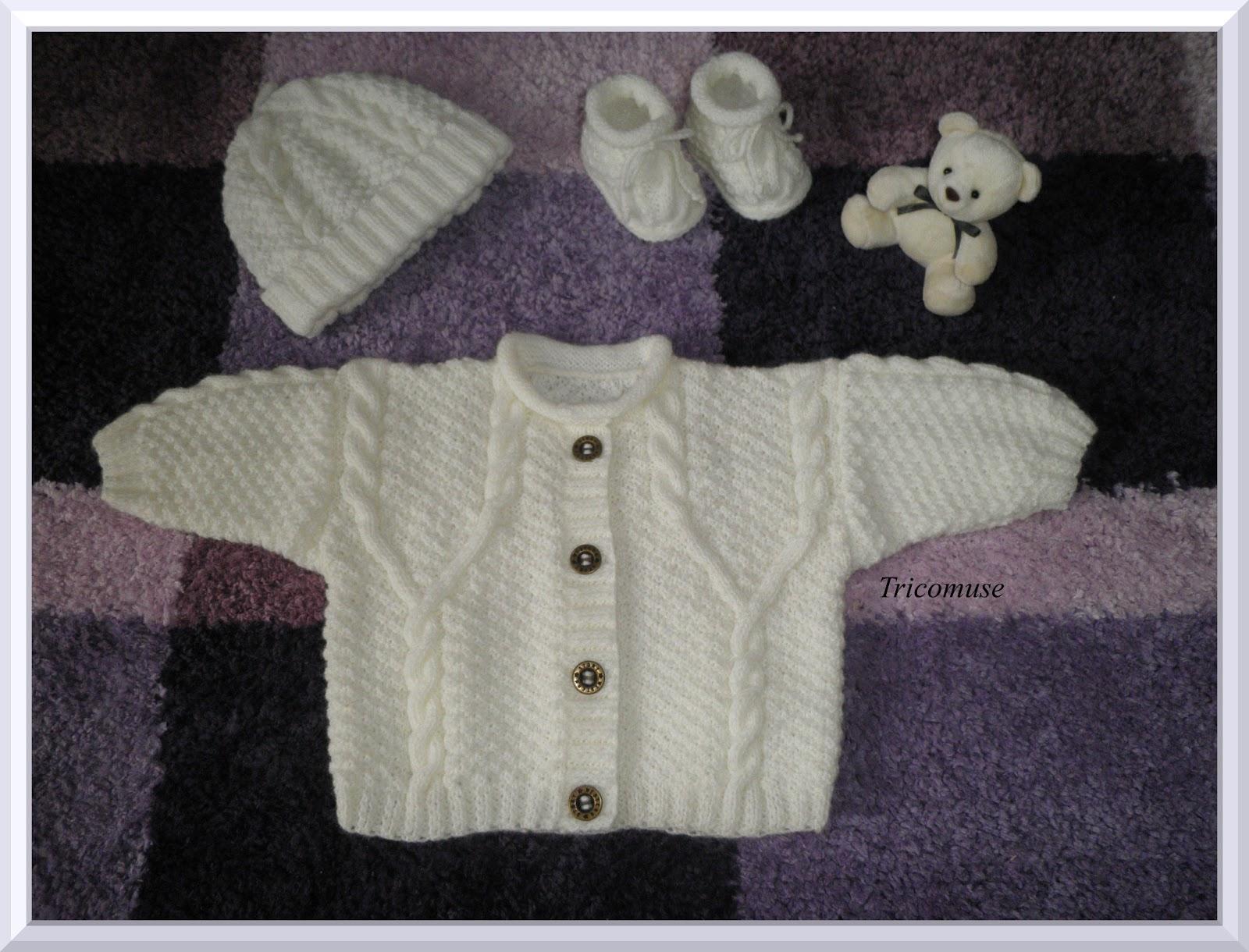 641aa03854bd Tricot et compagnie  Gilet bébé irlandais, bonnet et chaussons assortis