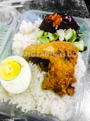 Nasi Lemak Kukus Ayam Goreng Pedas
