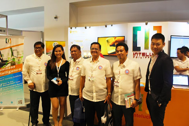 Inteluck Philippines' Kevin and Bianca picture taking with the event executives