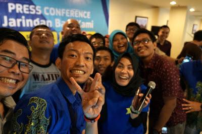 Selfie bersama Komunitas Blogger Pontianak, Wartawan dan teman-teman XL Pontianak