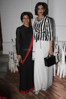 Sonam Kapoor Soha Ali Khan Konkona Sharma at Raw Mango store launch March 2017 010.JPG