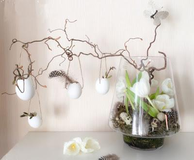 composizione di fiori pasquali sospesi