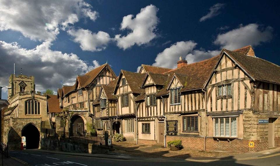 Warwick: conjunto de casas que sobreviveu a um incêndio