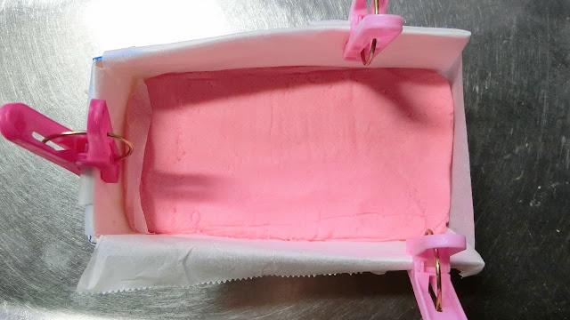 ピンク色の生地