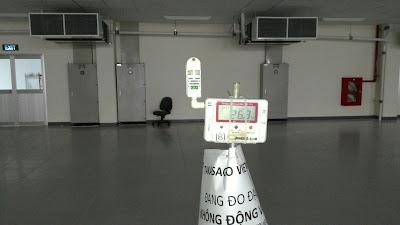 Đo nhiệt độ phòng sau khi lắp đặt máy điều hòa không khí