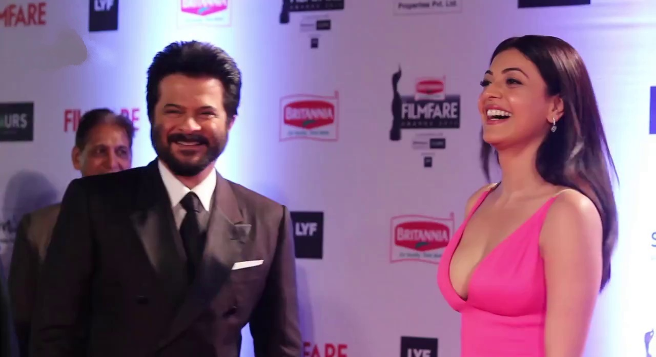 Kajal Aggrawal with Anil Kapoor at filmfare 2016