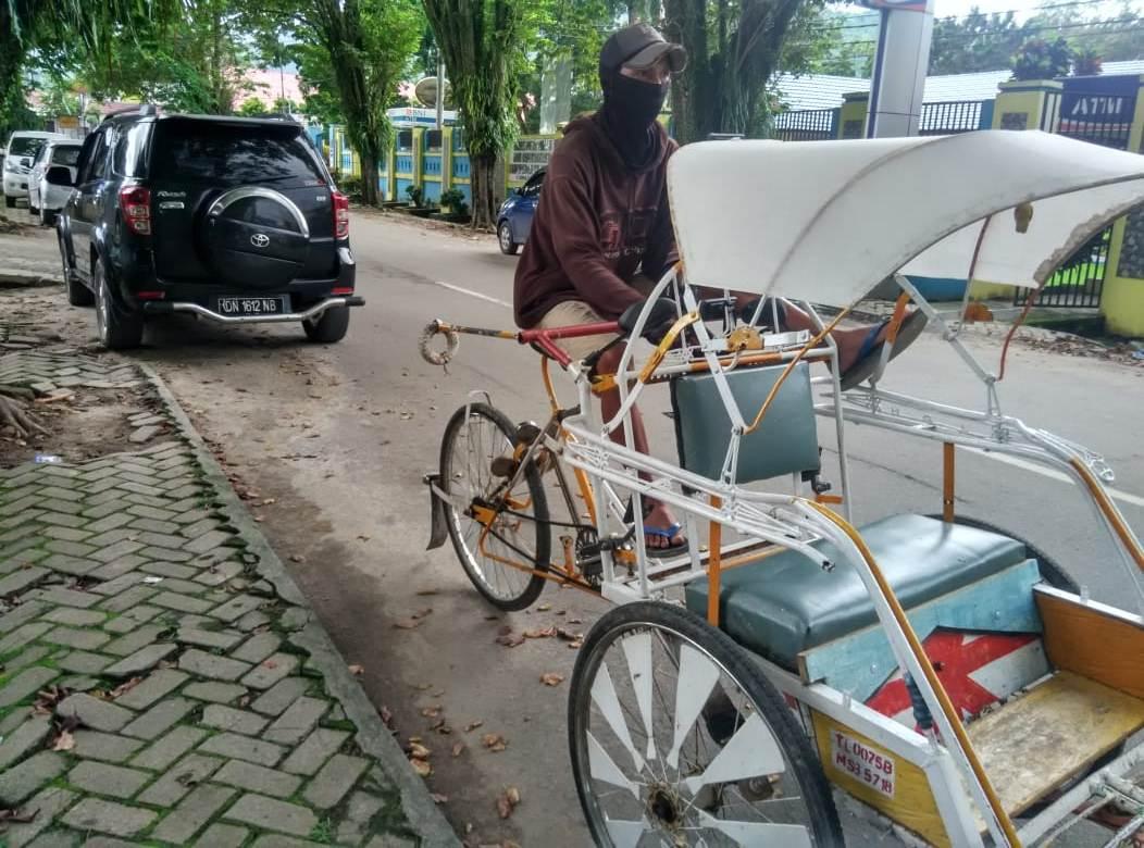 Tukang Becak Ini Minta Tempat Mangkal Resmi Kepada Pemda Tolitoli
