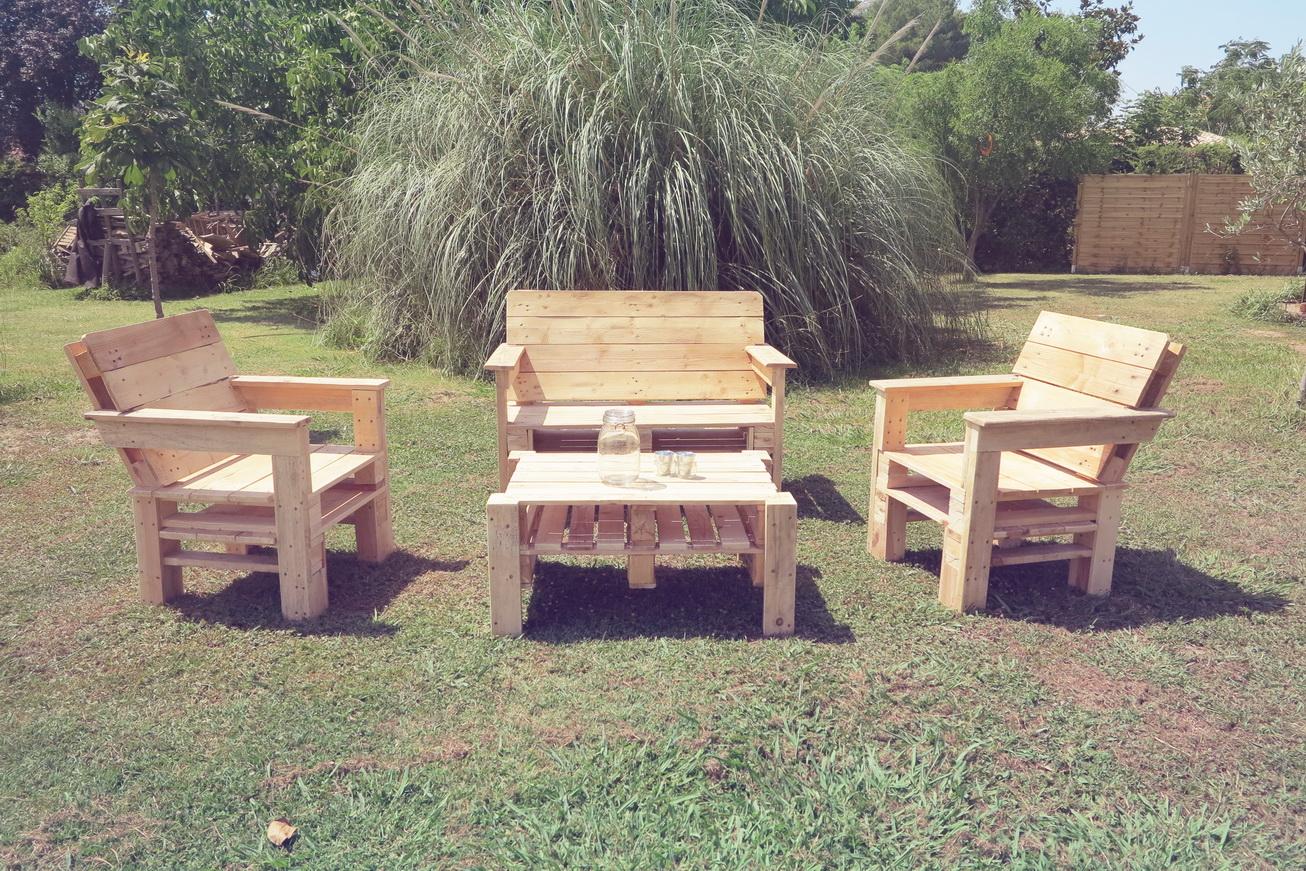 ma passion du bois salon de jardin en palettes. Black Bedroom Furniture Sets. Home Design Ideas