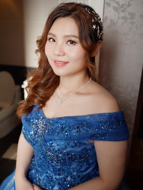 台北新娘秘書 | 新北新娘秘書 | 台北新秘 | 送客造型 | 藍色禮服 | 側邊捲髮 | 經典造型 | 新娘造型2018 | 台北新秘推薦