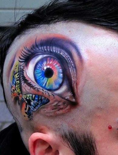 Este colorido couro cabeludo tatuagem
