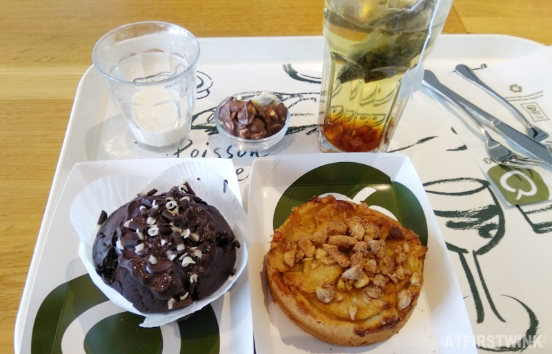 La Place Rotterdam restaurant 1 euro cake hot drink set green tea milk chocolate muffin apple tart sugared cashews