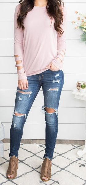 7682a02cabe 36 Super Cheap Ripped Jeans Outfit Ideas for Women - Style Spacez