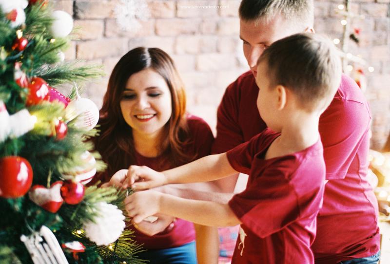 свадебная фотосъемка,свадьба в калуге,фотограф,свадебная фотосъемка в москве,свадебная фотосъемка в туле,фотограф даша иванова,семейная фотосъемка,семейная фотосъемка в москве,семейная фотосъемка в туле,фотограф москва,фотограф тула,тематическая семейная фотосъемка,идеи для семейной фотосъемки,семейная съемка в студии,фотосессия на новый год,фотосъемка в студии,фотосессия мамы и дочки,фотосъемка беременности,детская фотосъемка,новогодняя фотосъемка в студии,новогодняя семейная фотосъемка в студии,новогодняя семейная фотосъемка,новогодняя фотосъемка детей,идеи для новогодней фотосъемки,декор новогодней фотосессии,красно-золотой декор новогодней фотосессии,пленочная фотография,fine art,новогодняя фотостудия,новогодний декор,новогодняя love story,новогодняя лав стори,лав стори на новый год