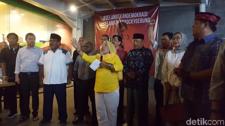 Lulung hingga Ratna Sarumpaet Kumpul Dukung Rocky Gerung.