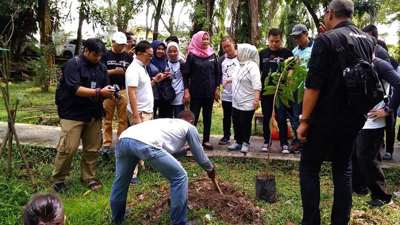 Di acara Aksi Sapta Pesona ini Genpi Pekanbaru Menanam Pohon di Taman Hutan Kota, kegiatan ini adalah gerakan sadar wisata yang harus kita lakukan selalu