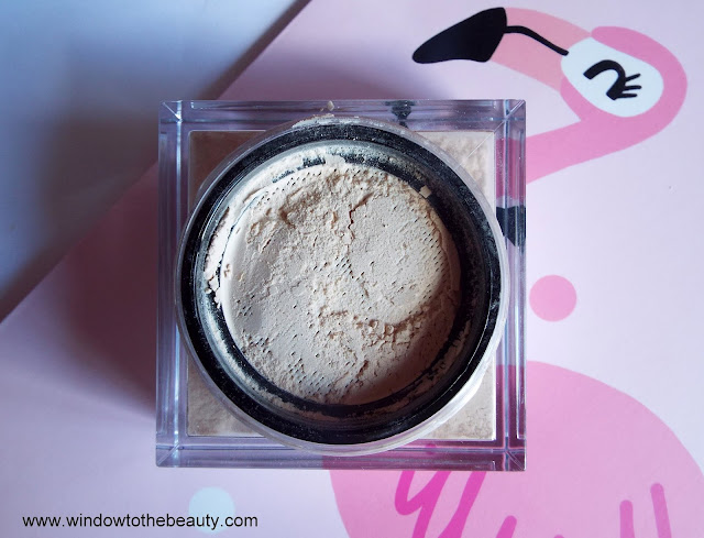 Huda Beauty Easy Bake Loose Powder opinie