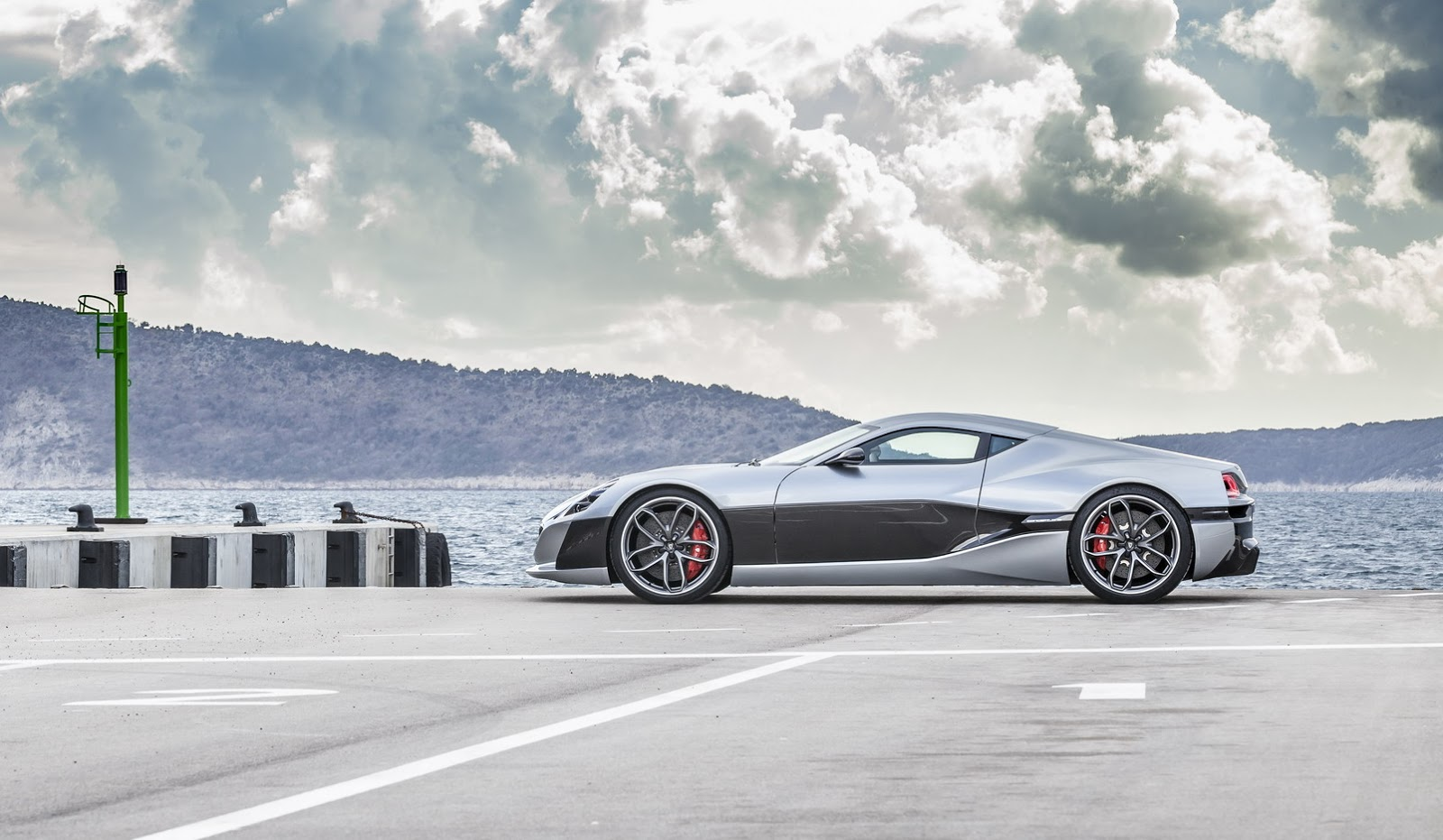 1073hp rimac concept one electric supercar appears in. Black Bedroom Furniture Sets. Home Design Ideas