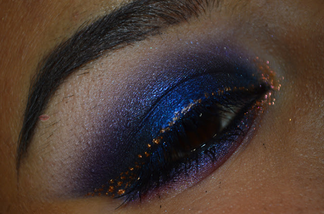 Blue makeuo with Disco Eyeshadow Blu Notte di Wycon, eternity e Lilac Wonder di nabla e con punto luce Ticket di Neve Cosmetics