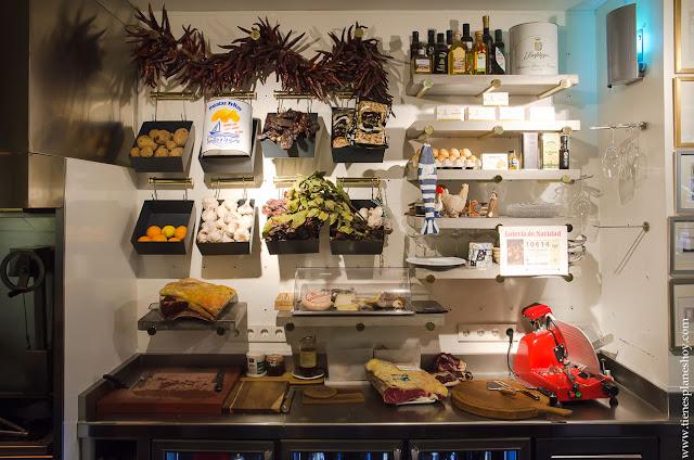 Interior Taberna Pedraza Madrid comer tradicional