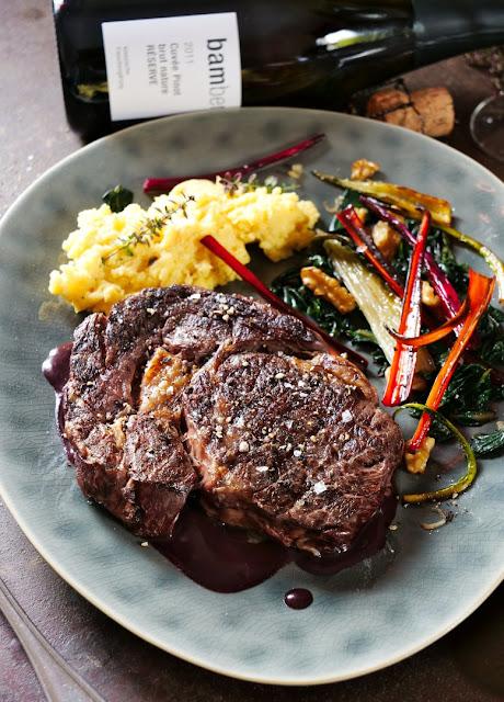 Ribeye Steak mit Polenta und Mangold